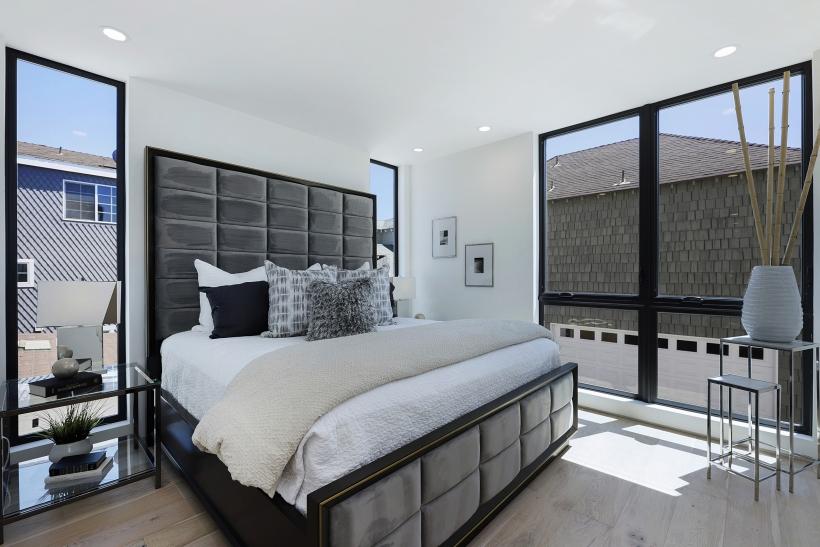 Foxlin-Balboa-Duplex-Newport-Beach-Back-View-of-Master-Bedroom-820x547.jpg