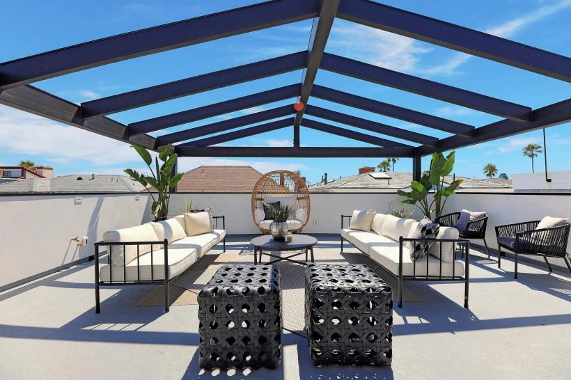Foxlin-Balboa-Duplex-Newport-Beach-Back-View-of-Roof-Deck-01-820x546.jpg